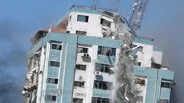 Israel bombardea la sede de las agencias AP y Al Jazeera en Gaza