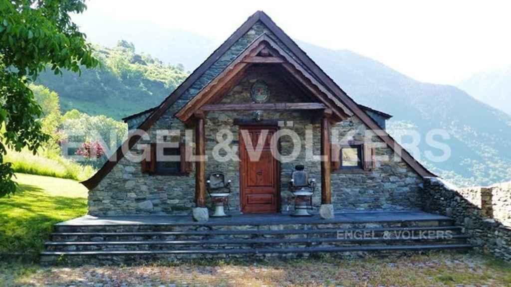 La cabaña de invitados, independiente de la casa principal.