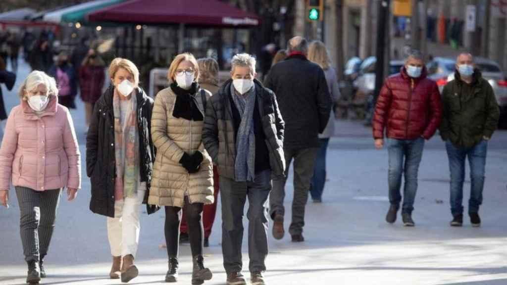 La mascarilla lleva siendo obligatoria en España desde el pasado verano.