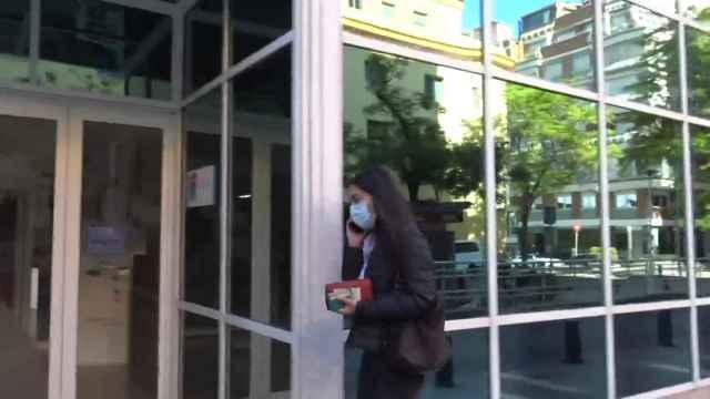 Bárbara Mirjan apoya a Cayetano Martínez de Irujo en el hospital