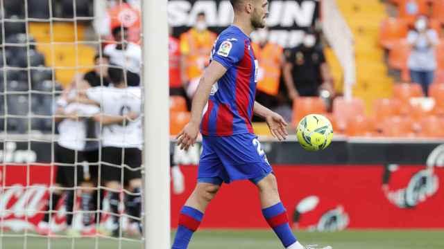 El Eibar firma su descenso tras caer goleado ante el Valencia