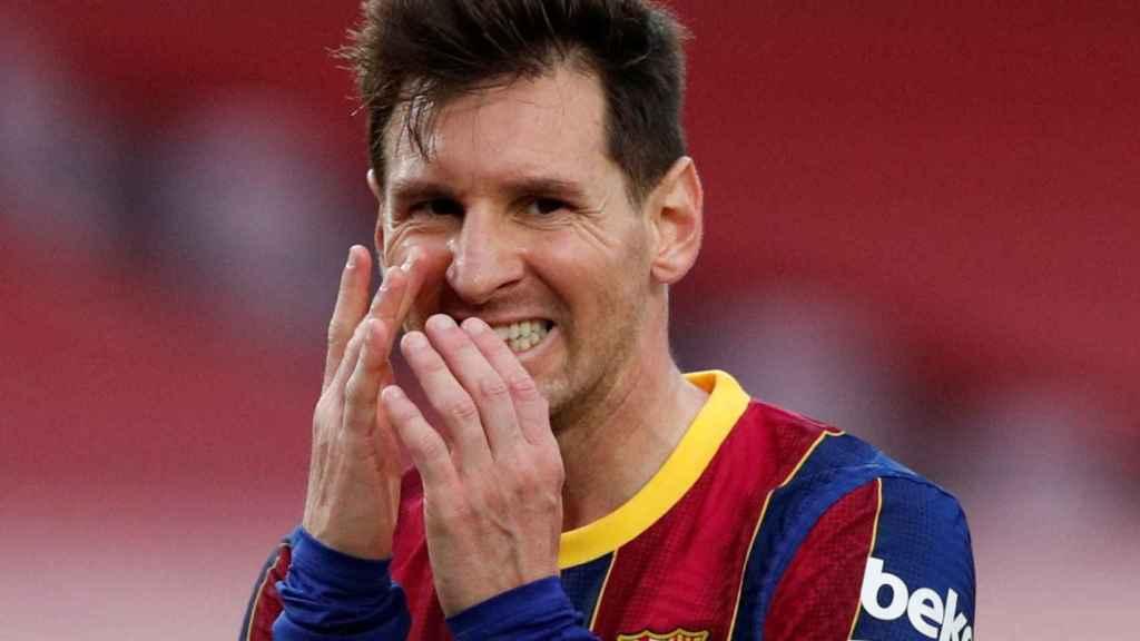 Messi se lamenta tras caer contra el Celta