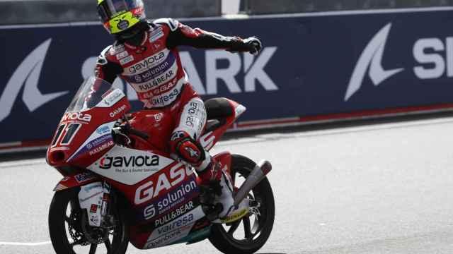 Sergio García celebra su victoria en la carrera de Moto3 en Le Mans
