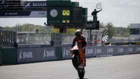 Raúl Fernández celebra su victoria en Le Mans