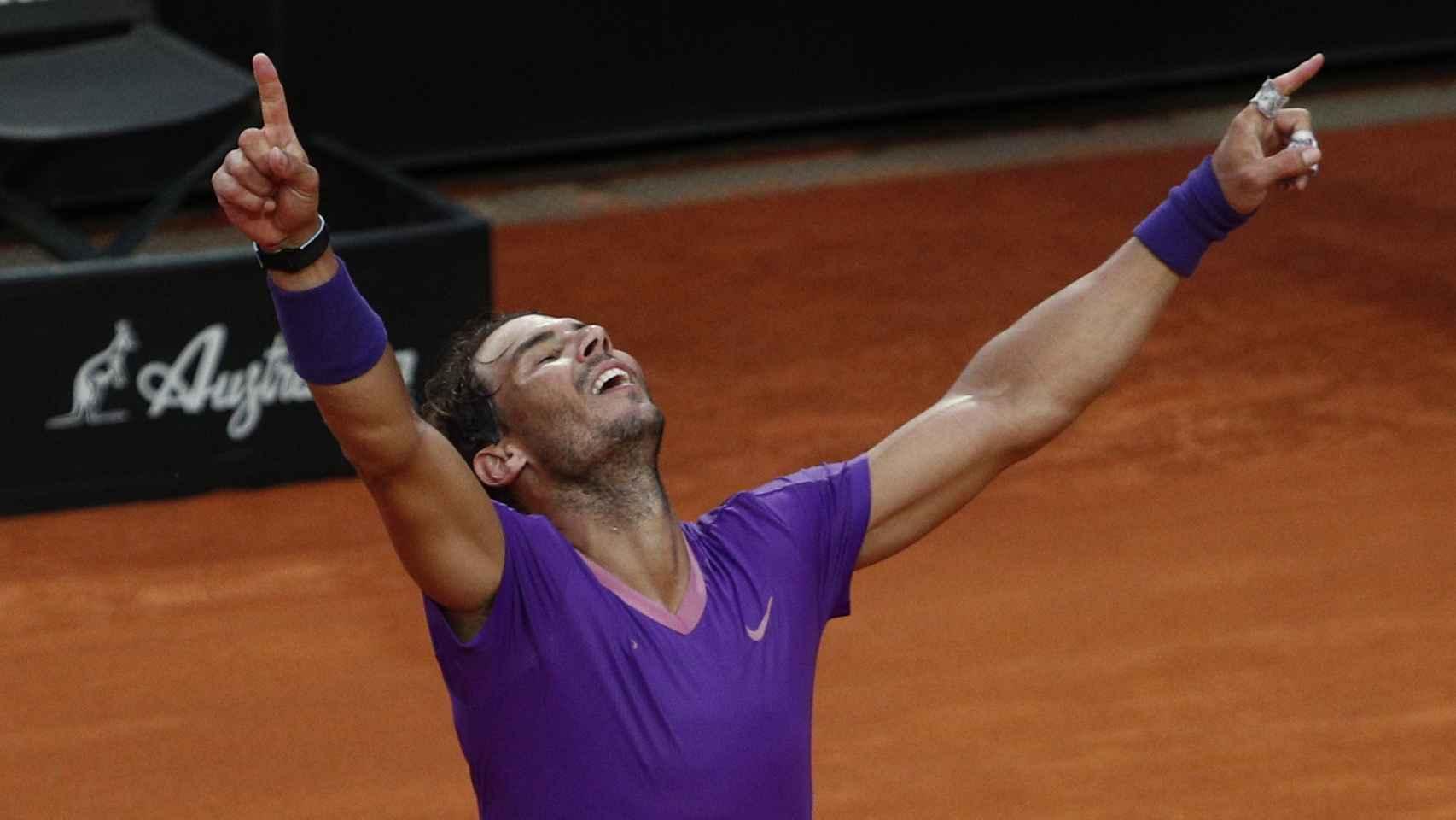 Manos al cielo de Rafa Nadal para celebrar la victoria en el Masters 1000 de Roma 2021