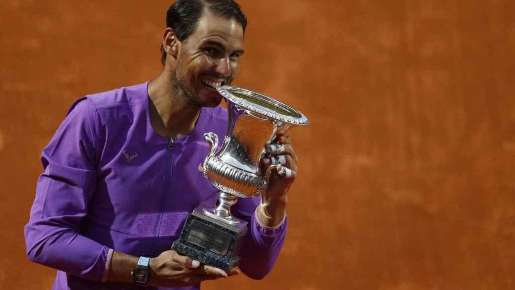 Nadal, con el título de campeón de Roma.
