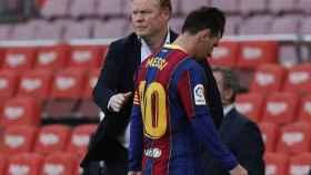 Ronald Koeman y Leo Messi, durante el partido del Barcelona ante el Celta
