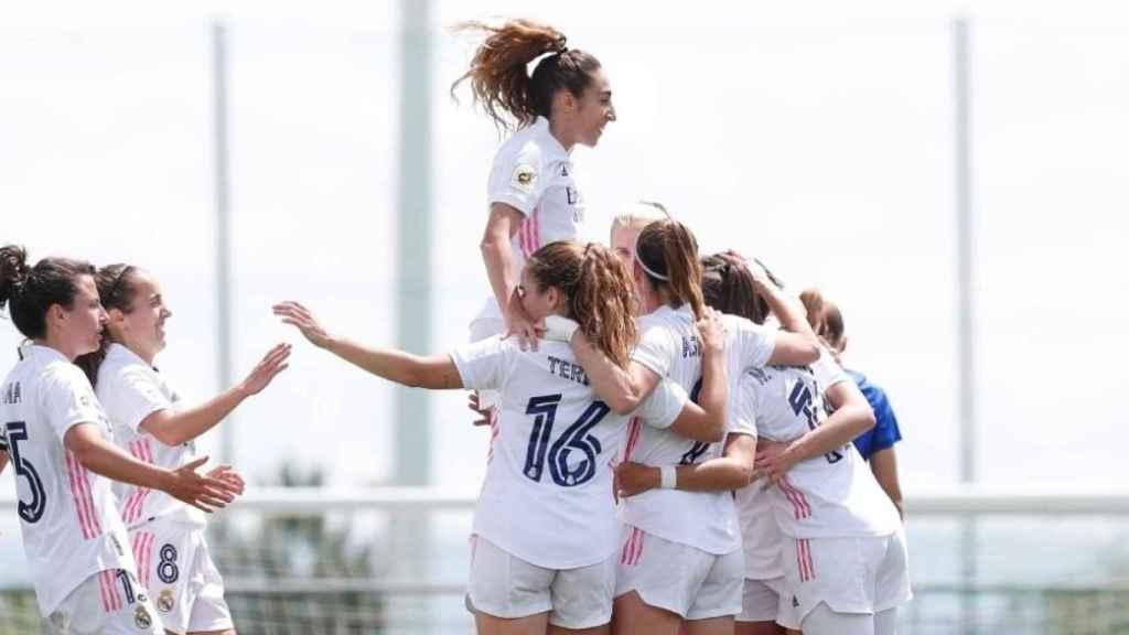 El Real Madrid Femenino celebra uno de los goles ante el Eibar