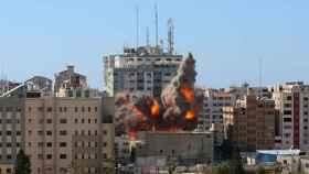 Bombardeo de la torre Al Jalaa, sede de la agencia de noticias AP y de la cadena Al Jazeera.
