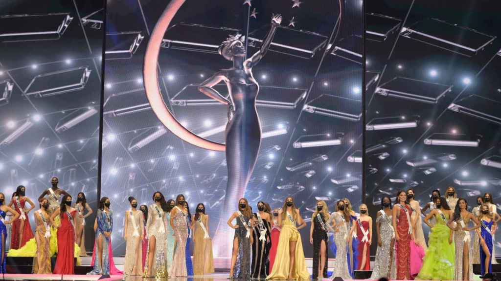 All the candidates to win Miss Universe on stage.