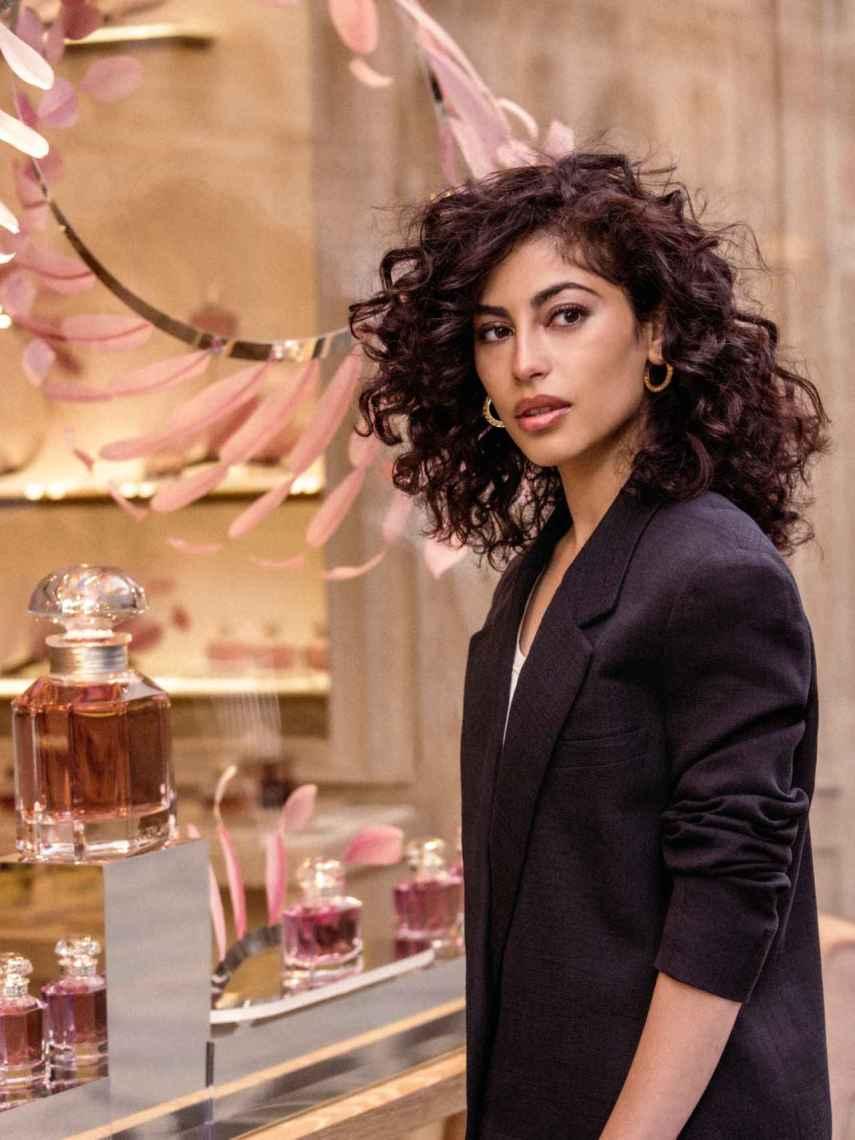 Mina El Hammani, nueva embajadora de Guerlain.