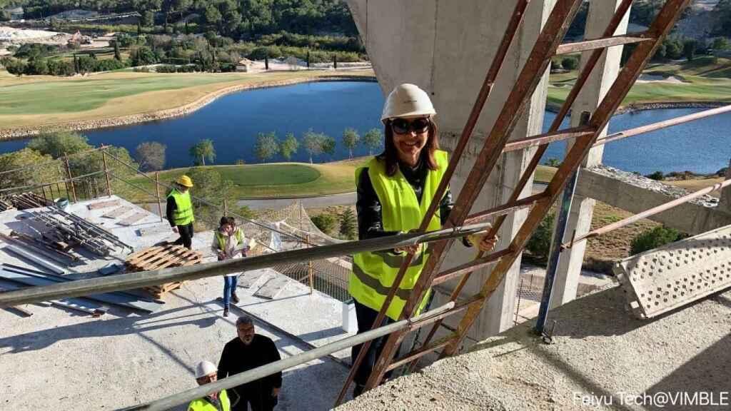 Monica Armani, en una de las visitas de obra.