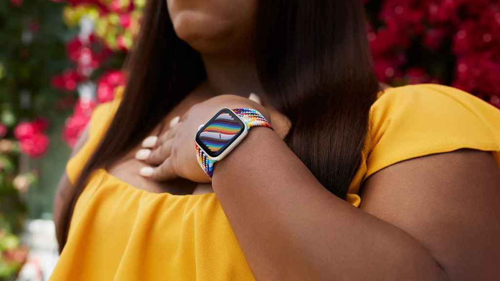 Correa Pride Edition en un Apple Watch.