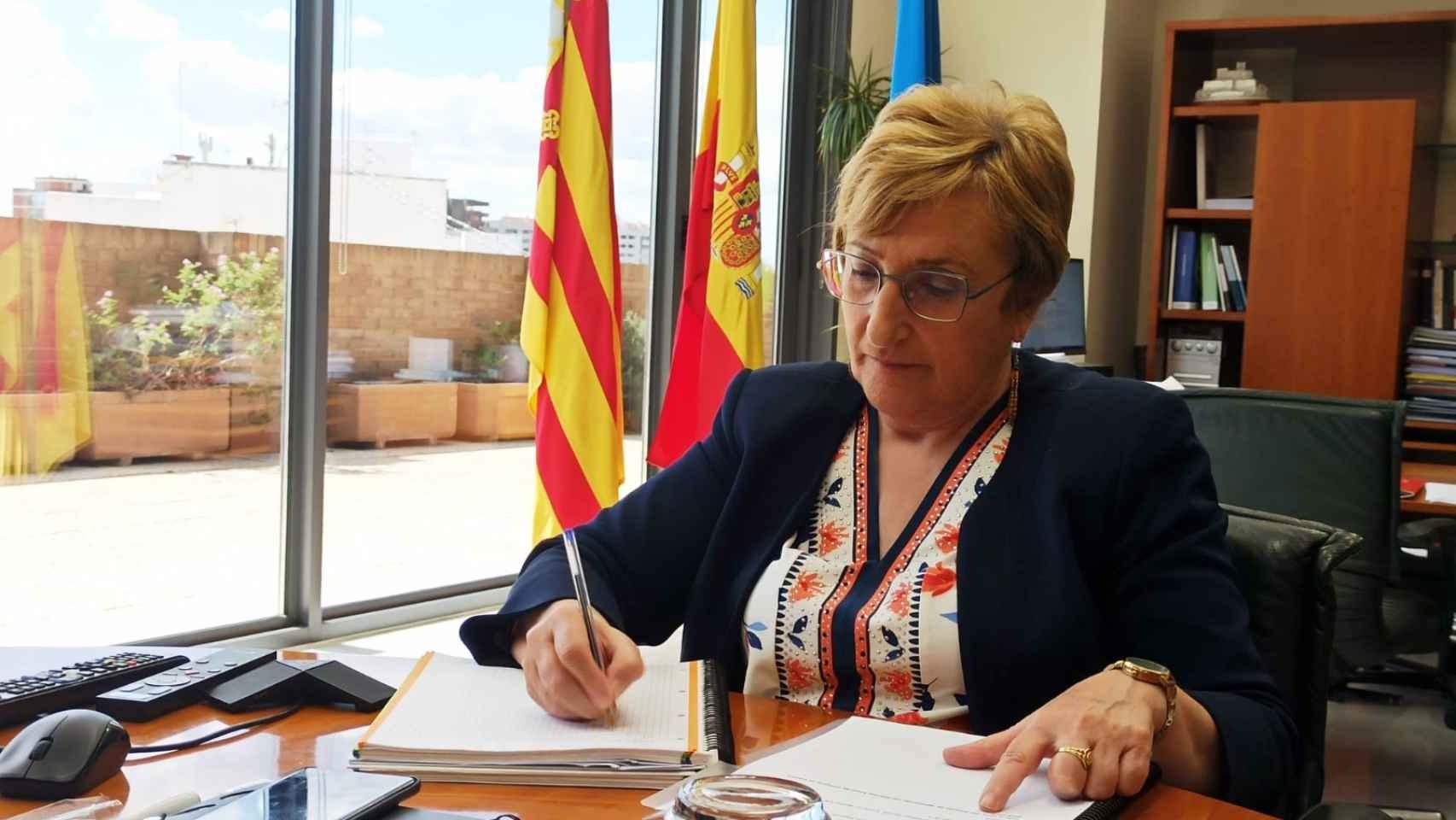 La consellera Barceló, en su despacho de trabajo.