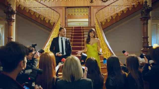 Serkan y Eda se reencuentran años después en la segunda temporada.