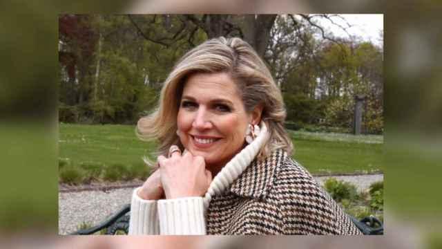 Máxima de Holanda celebra su 50 cumpleaños posando para el Rey Guillermo