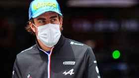 Fernando Alonso, concentrado durante un Gran Premio