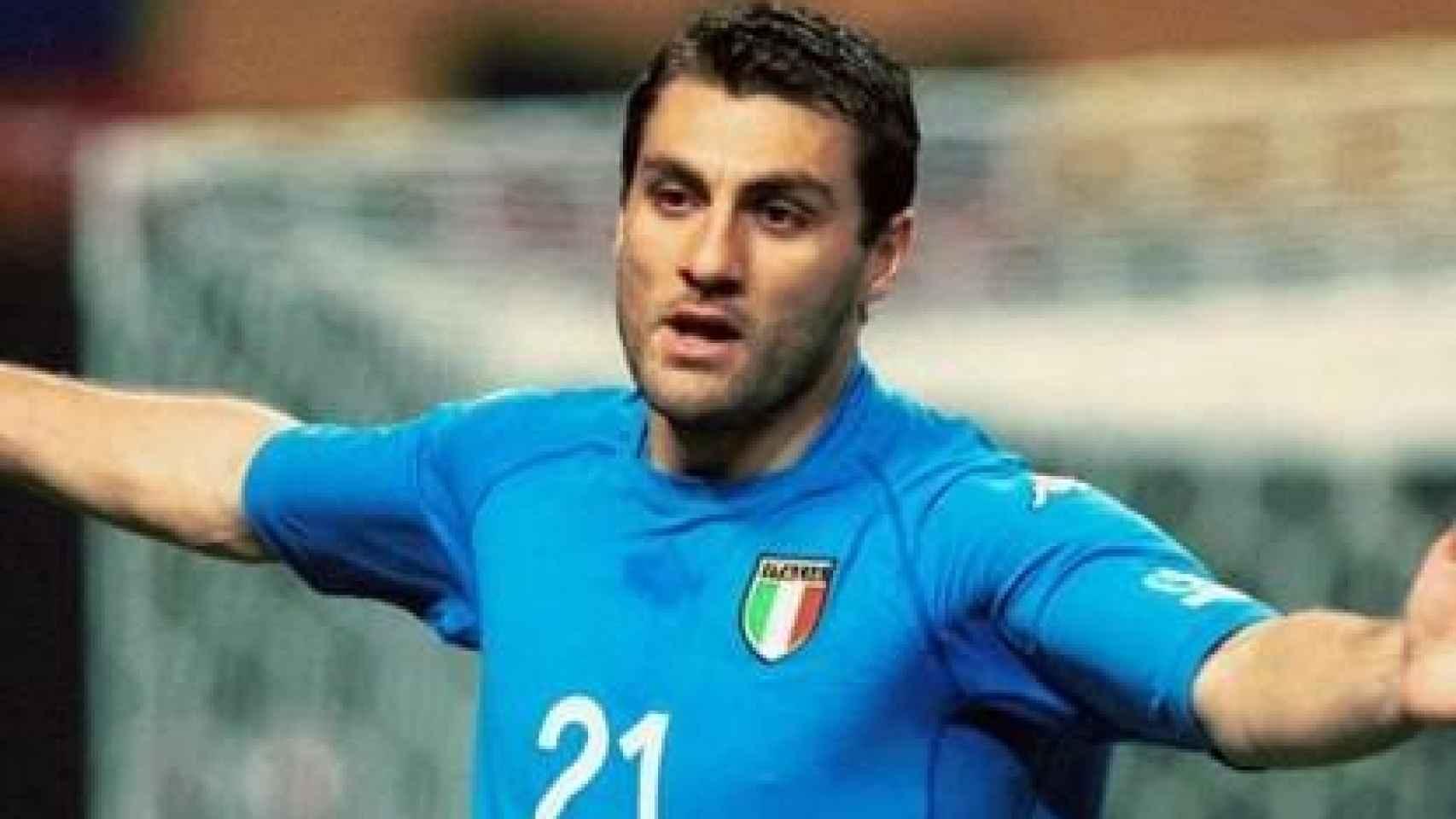 Christian Vieri, en un partido de la selección de Italia de fútbol