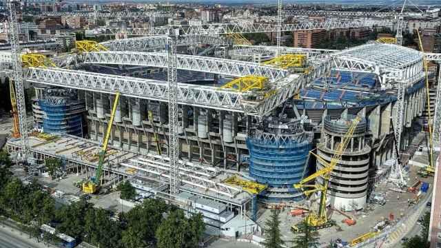 El increíble trabajo con las megacerchas para el asentamiento de la gran cúpula del Santiago Bernabéu