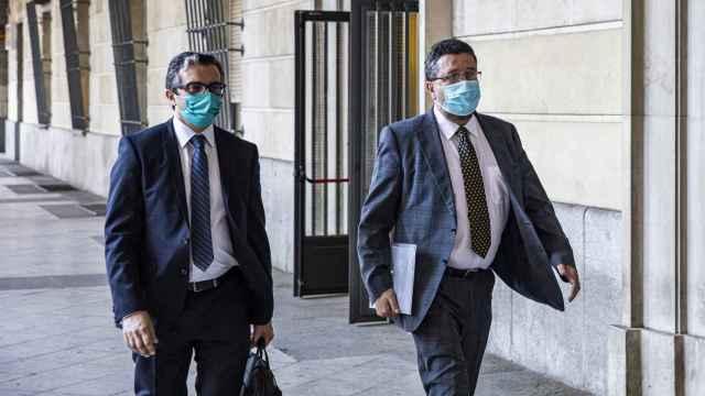 Francisco Serrano, exlíder de Vox en Andalucía, en la puerta de los juzgados.