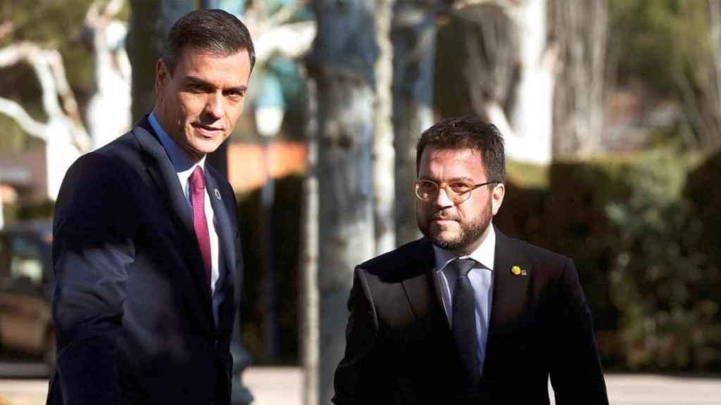 El presidente del Gobierno, Pedro Sánchez, y el vicepresidente en funciones de la Generalitat, Pere Aragonès.