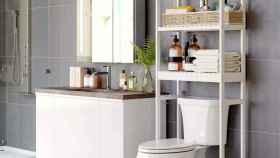 Esta estantería sobre WC es ideal si tienes poco espacio en tu cuarto de baño