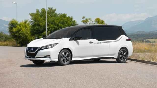 Hasta los coches fúnebres se pasan al eléctrico; el último viaje, en un vehículo sin emisiones