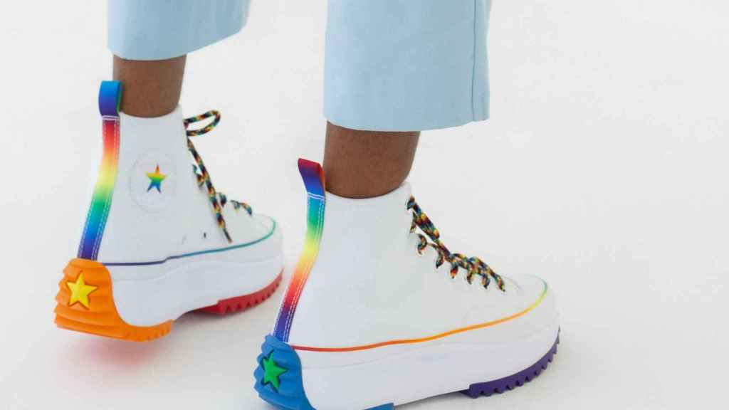 Another model of the Converse Pride 2021.