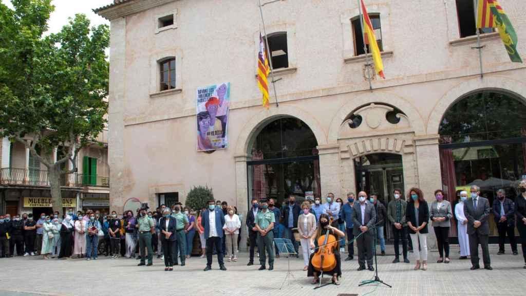 Concentración en recuerdo de Warda y Mohamed en Sa Pobla (Mallorca).