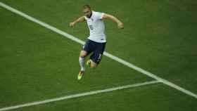 Benzema celebra un gol con Francia