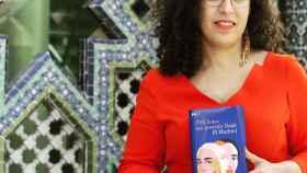 La escritora estudió Filología Árabe en la Universidad de Barcelona.