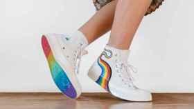 Uno de los modelos de Converse Pride 2021.