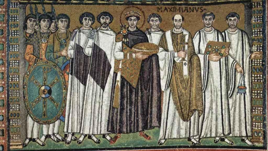 Mosaico que representa al emperador Justiniano y su corte, con Belisario a su derecha, en la basílica de San Vital, en Rávena.