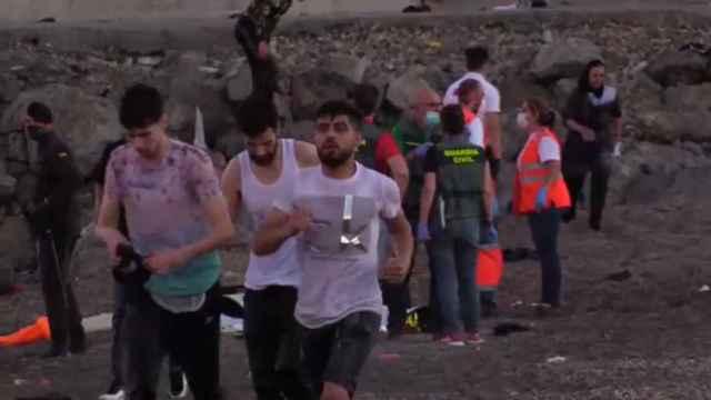 Más de 5.000 personas llegan nadando a Ceuta