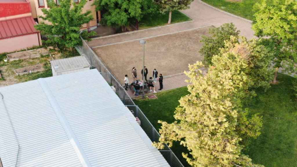 El dron policial de Getafe detecta a un grupo de jóvenes reunidos en un parque. FOTO: Policía Local de Getafe.
