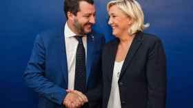 Marine Le Pen junto a Matteo Salvini en una imagen de archivo. Efe
