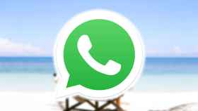 Fotomontaje con el logo de WhatsApp y una playa.
