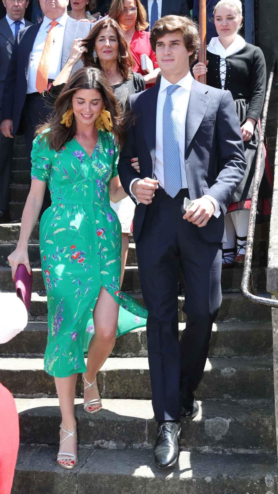 Carlos Fitz-James Stuart y Belén Corsini durante la boda de Valentina Suárez Zuloaga.