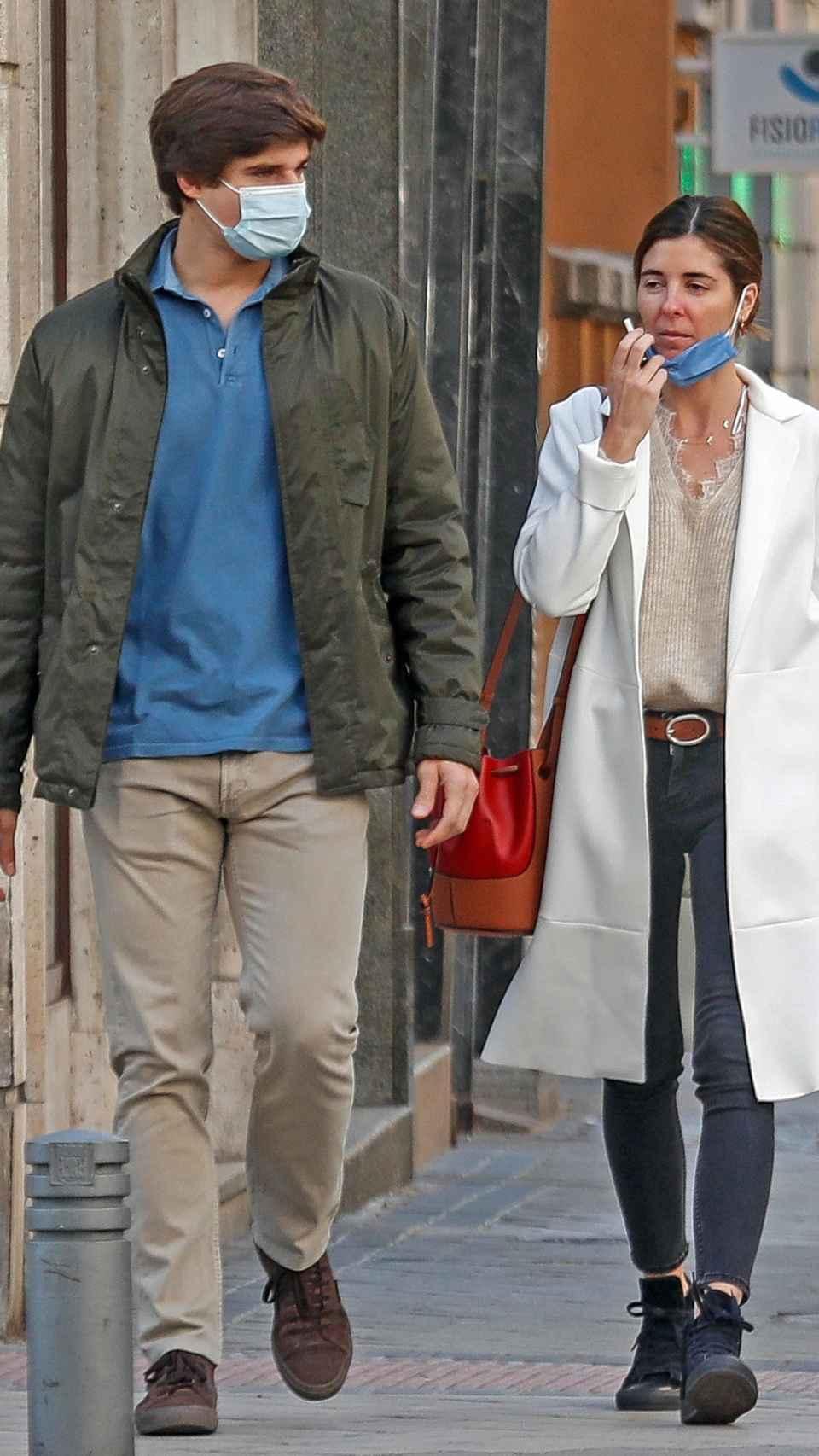 El conde de Osorno y su futura esposa, el pasado mes de noviembre por Madrid.