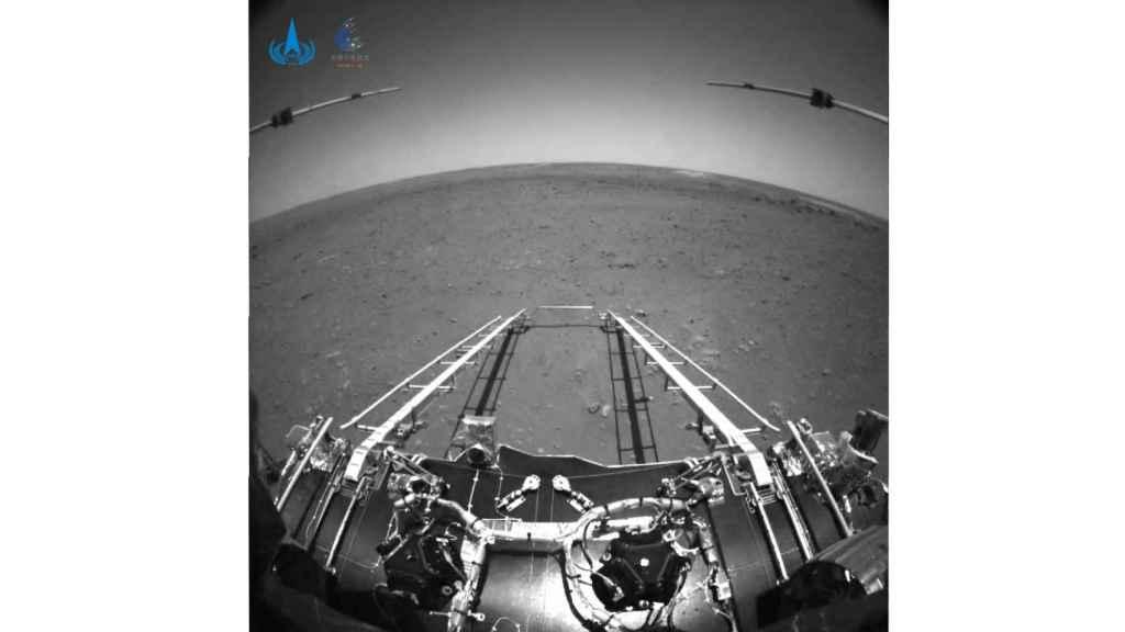 Foto en blanco y negro del rover Zhurong