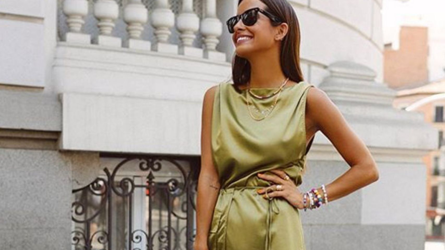 'Slip dress': cómo combinar y lucir el vestido icónico de los 90.