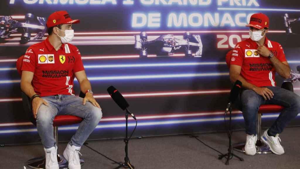 Charles Leclerc y Carlos Sainz Jr,. en rueda de prensa