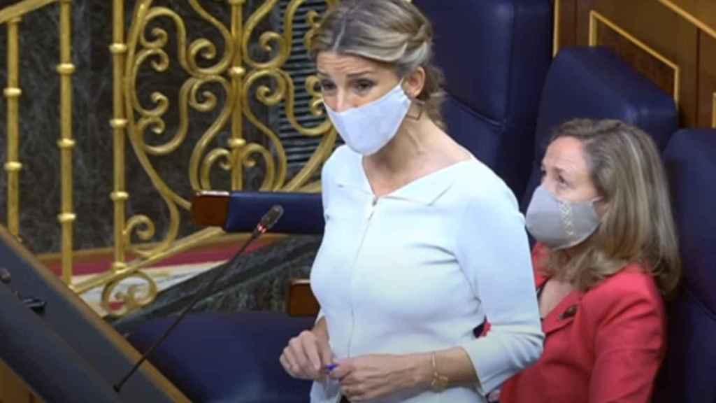 Yolanda Díaz y Nadia Calviño en la sesión de control al Gobierno este miércoles.