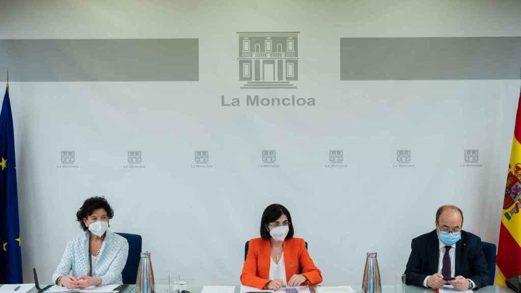 La ministra de Educación, Isabel Celaá, la ministra de Sanidad, Carolina Darias y el ministro de Política Territorial y Función Pública, Miguel Iceta.