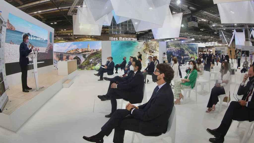 El presidente de la Diputación de Alicante presenta su oferta en Fitur.