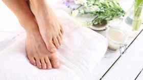 Así es como puedes eliminar los hongos de los pies rápidamente