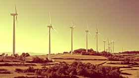 Un campo de generación de energías renovables en una imagen de archivo.