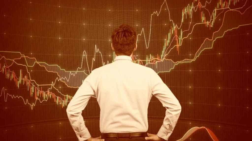 Un inversor ante pantallas de negociación.