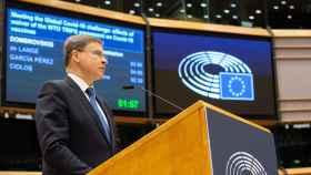 El vicepresidente de la Comisión, Valdis Dombrovskis, durante el debate de este miércoles en la Eurocámara