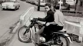 Bob Dylan en su motocicleta Triumph